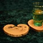 Besonderer Untersetzer Paulownienherz und Platane mit Weinglas