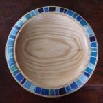 Holzteller bemalt blaue Striche