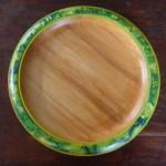 Holzteller bemalt grüne Variationen