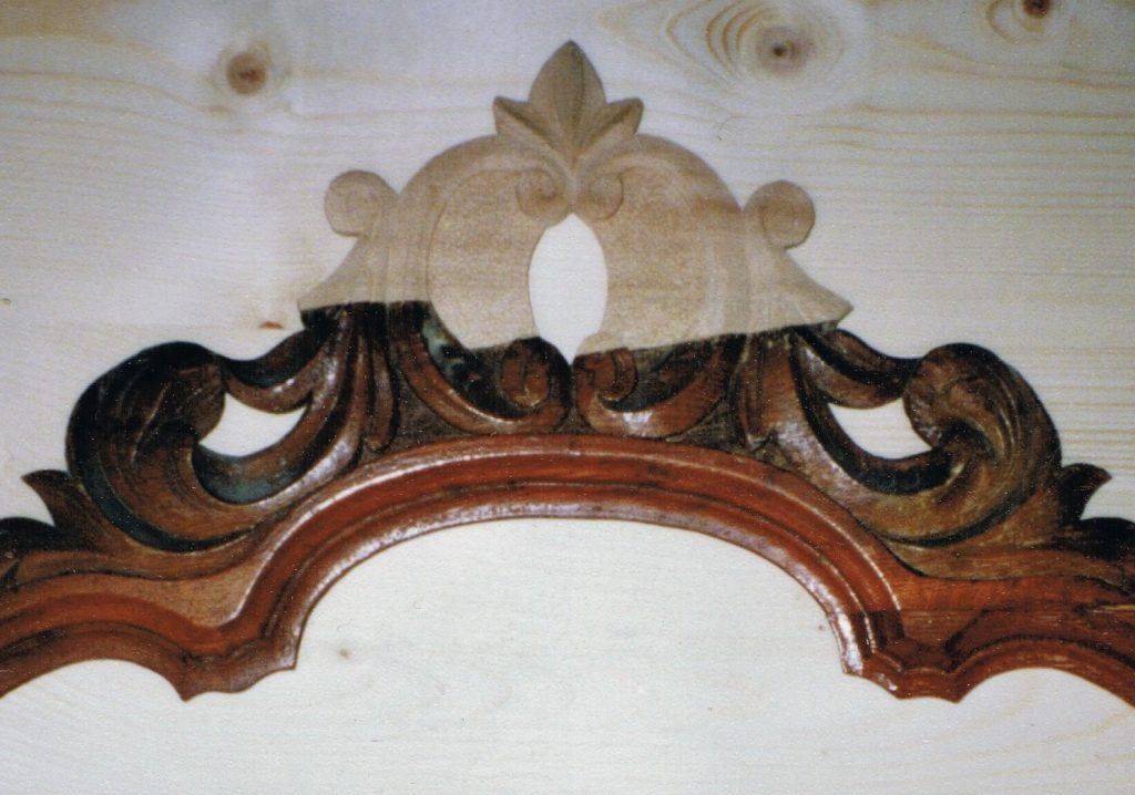Geschnitzte Krone, restauriert